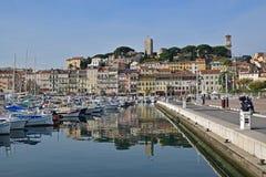 Старые город и гавань в Канн, французской ривьере, к югу от Франции Стоковые Изображения RF