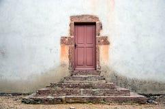 Старые двери с шагами Стоковые Фото