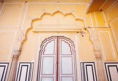 Старые двери Hawa Mahal Hawa Mahal, дворец ветров внутри Стоковые Изображения RF