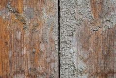 Старые деревянные доски с отказами и шелушение красят, откалыванная краска, текстура, предпосылка стоковые изображения rf