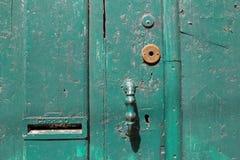 Старые деревянные зеленые двери Стоковые Изображения RF