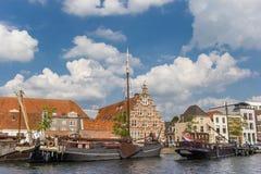 Старые деревянные корабли в центре исторического Лейдена Стоковые Фотографии RF