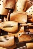 Старые деревянные пусковые площадки ботинка Стоковое фото RF