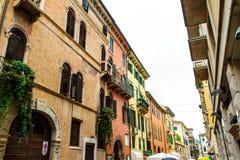 Старые дома в Вероне Конец-вверх 07 Италии 05,2017 Стоковая Фотография