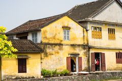 Старые дома в Hoi древний город, провинция Quang Binh, Вьетнам Hoi место ЮНЕСКО стоковое изображение rf