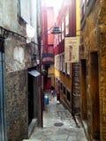 Старые дома и лестницы в районе Ribeira, Порту, Португалии стоковое фото rf