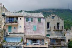 Старые дома под серым cloudscape Стоковая Фотография RF