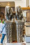 Старые египетские fishmongers, статуя в музее стоковые изображения