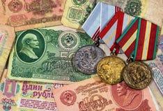 Старые деньги и медали Советского Союза - предпосылки с банкнотами Стоковое фото RF