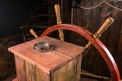 Старые деревянные корабли колесо и компас Стоковое фото RF