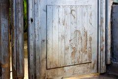Старые деревянные сломанные двери Стоковая Фотография