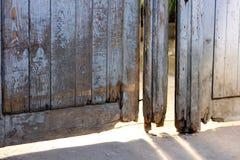 Старые деревянные сломанные двери Стоковые Фото