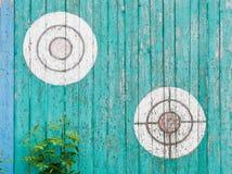 Старые деревянные цели на загородке Стоковые Изображения RF