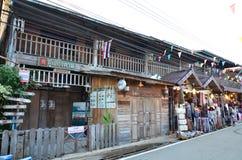 Старые деревянные shophouses на Chiang Khan, Loei стоковые фото