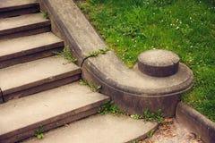 Старые лестницы камня гранита Стоковые Фотографии RF