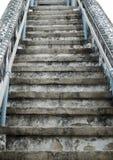 Старые лестницы цемента на белизне Стоковая Фотография RF