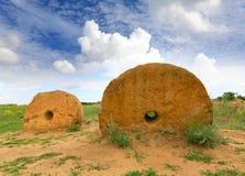 Старые жернова в степи Стоковая Фотография