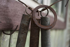 Старые железные запасные части с ржавчиной на ей Стоковые Фото