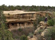Старые жилища высекли из стен каньонов утеса в Col Стоковое Изображение