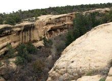 Старые жилища высекли из стен каньонов утеса в Col Стоковое фото RF