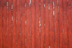Старые затрапезные деревянные планки с красным треснутым цветом красят как предпосылка Текстура старых покрашенных доск стоковая фотография rf