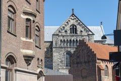 Старые здания и собор в Лунде Швеции стоковые фотографии rf