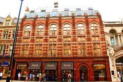 Старые здания Piccadilly Mayfair, Лондон Англия Стоковое фото RF