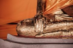 Старые золотые руки скульптуры Будды на Wat Phra Mahathat Nakhon Si Стоковое Изображение RF
