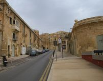 Старые здания и Виктория Cate в грандиозной гавани Валлетты Стоковые Изображения