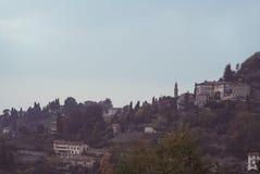 Старые здания на холме Стоковые Изображения
