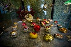 Старые игрушки рождественской елки сделанные в Советском Союзе стоковая фотография rf