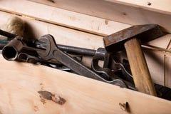Старые инструменты в коробке Стоковые Изображения