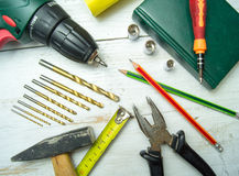 Старые инструменты на деревянном столе Стоковые Изображения