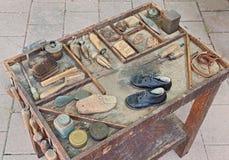 Старые инструменты shoemaker Стоковое фото RF