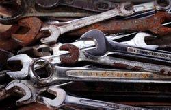 старые инструменты spanners стоковые фотографии rf