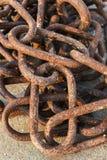 Старые и ржавые цепи гавани стоковое фото