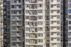Старые и толпить жилые дома стоковые фото