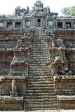 Старые каменные лестницы королевского дворца на Angkor Thom Стоковые Фотографии RF