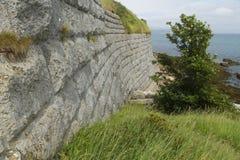 Старые каменные стены с морем в предпосылке Форт Nothe стоковые изображения rf