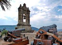 Старые карамболи колокольни и крепости в Herceg Novi Городок Herceg Novi в Черногории Крепость в старом городке стоковая фотография rf