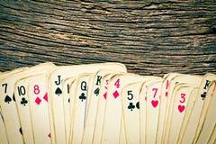 Старые карточки на деревянном столе Стоковые Фото