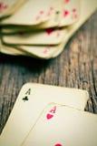 Старые карточки на деревянном столе Стоковое фото RF