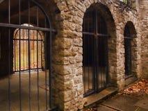 Старые катакомбы в официальном саде стоковое фото rf