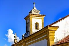 Старые католические башня церков колокола и распятие Стоковые Фото