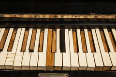 Старые ключи рояля на улице Стоковое Изображение RF