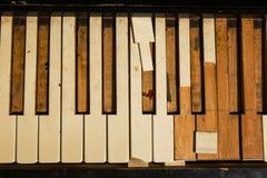 Старые ключи рояля на улице Стоковые Фотографии RF