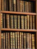 Старые книги в библиотеке Праги стоковые изображения