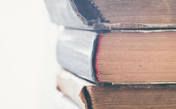 Старые книги закрывают вверх на белой предпосылке Стоковое Изображение RF