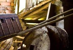 Старые колеса тележки сельского хозяйства и хобота Стоковое Изображение RF