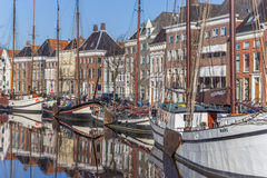 Старые корабли и склады в историческом центре Groningen Стоковые Фото
